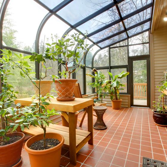 Wintergarten mit Kübelpflanzen