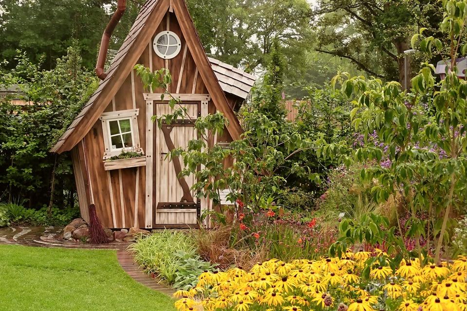 garden-shed-2018693_1920.jpg