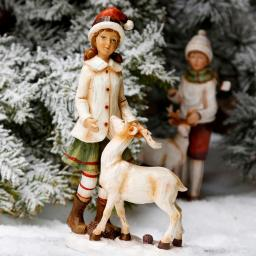 Winterkind Marie mit Rentier