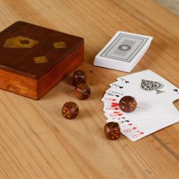 Spielkarten-Set mit Würfeln