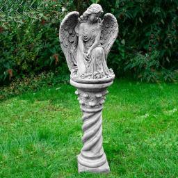 Engel Ashi mit Säule