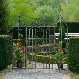 Gartentor Chalet du Charme mit Oberlisken