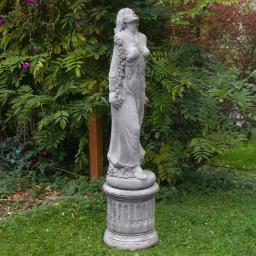Rosenmädchen Desirée mit Säule