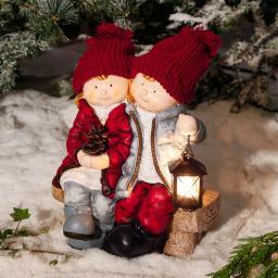 Winterpärchen Tina & Timo auf Bank