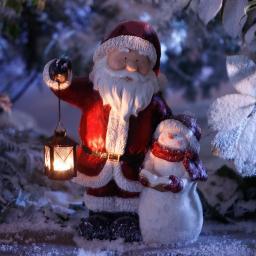 Weihnachtsmann mit Schneemann Flocki