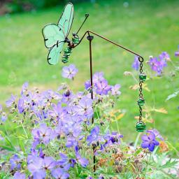 Gartenstecker Schmetterling mit grünen Kugeln