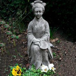 Garten-Steinfigur Geisha