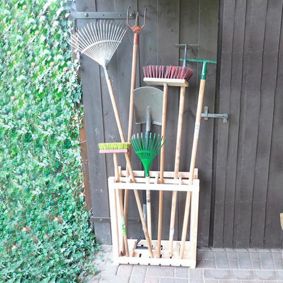 Geräteständer aus Holz