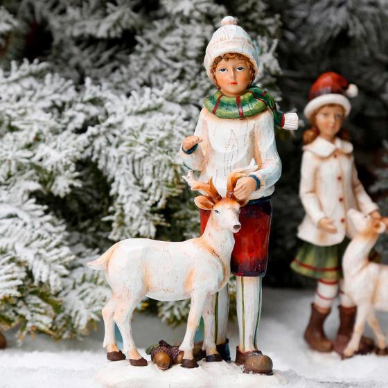 Winterkind Jan mit Rentier