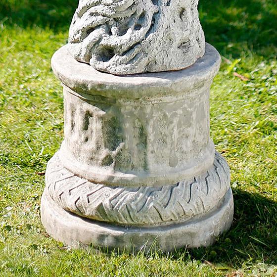 Steinguss-Säule Sonnenengel