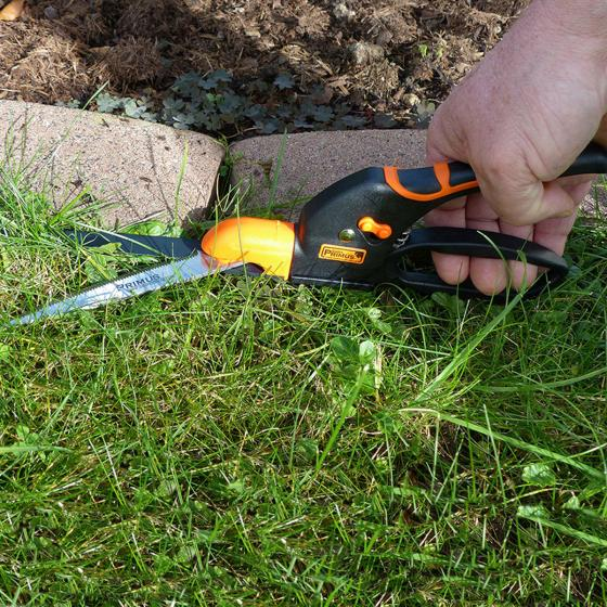 Rasenkantenschere mit geriffelter Klinge