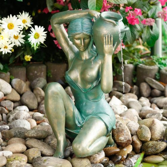 Wasserspiel Beatrix, 62x36x38 cm, Polyresin, gold grün