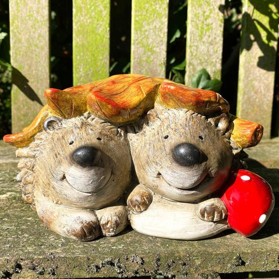 Igelpaar Carlo und Carla mit Blatt, 20 cm x 17,8 cm x 10 cm, Terrakotta
