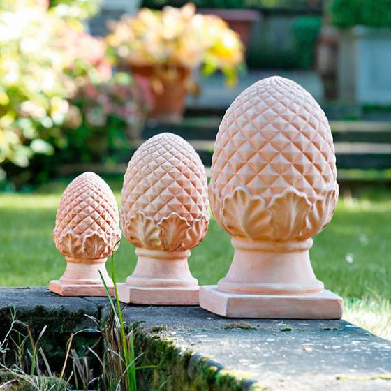 Terracotta pinienzapfen h he 40 cm von g rtner p tschke for Gartenskulpturen aus ton