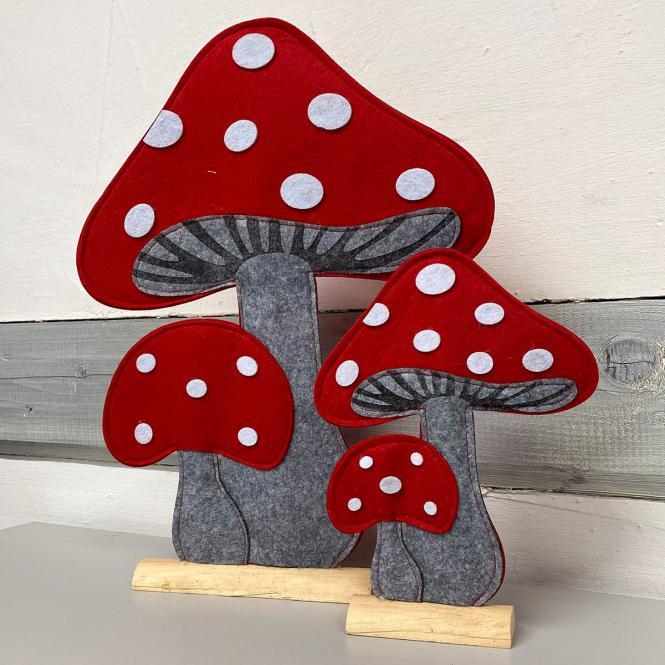 Fliegenpilz auf Holzgestell, Filz, grau-rot