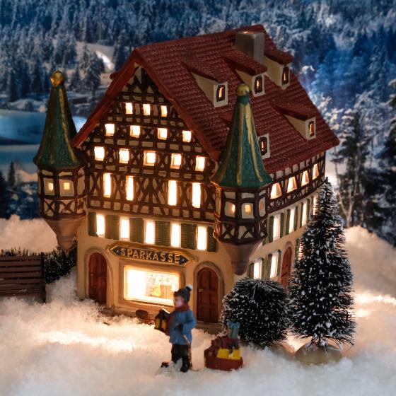 Miniatur-Weihnachtsdorf-Lichthaus Sparkasse | #2