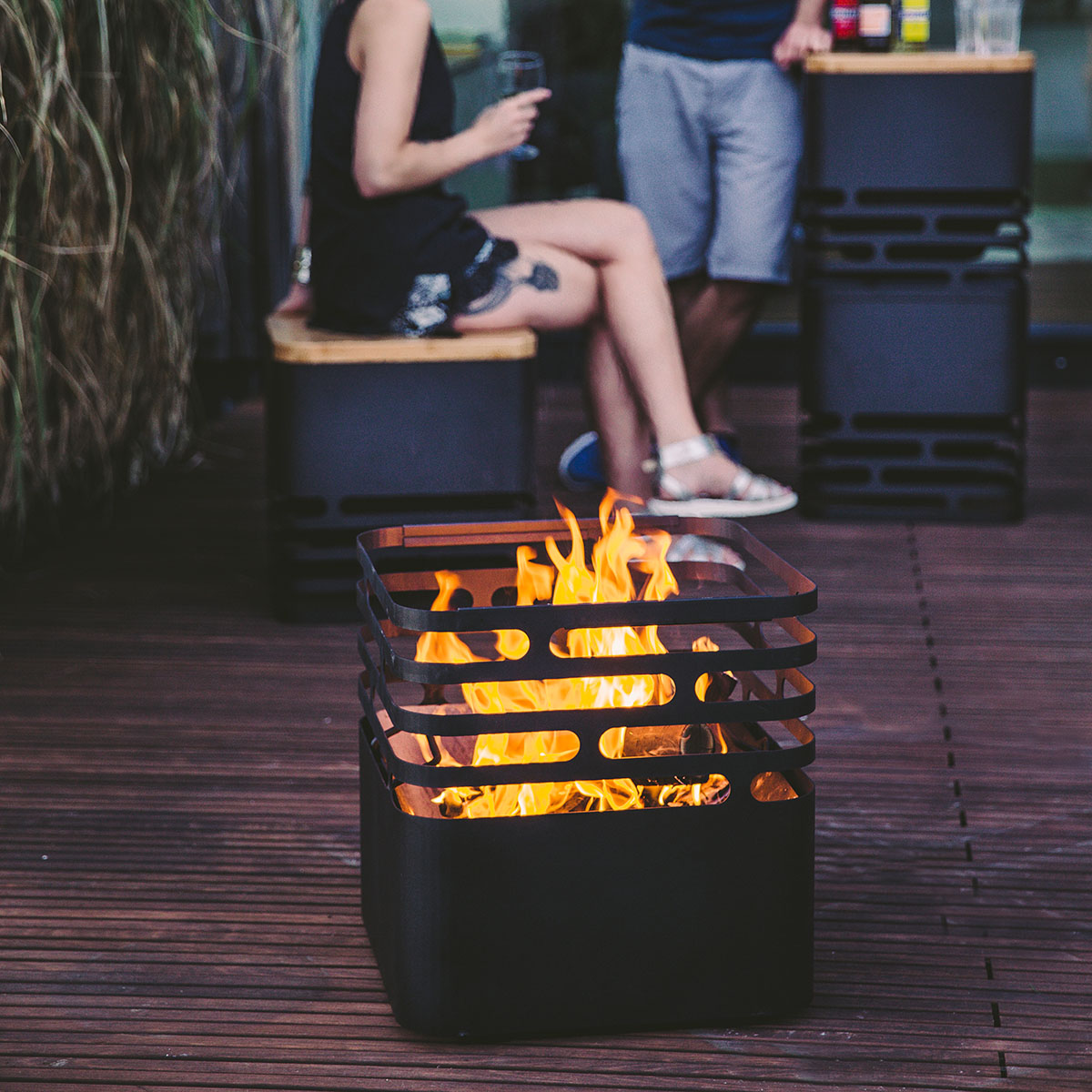 feuerkorb cube mit auflagebrett von g rtner p tschke. Black Bedroom Furniture Sets. Home Design Ideas