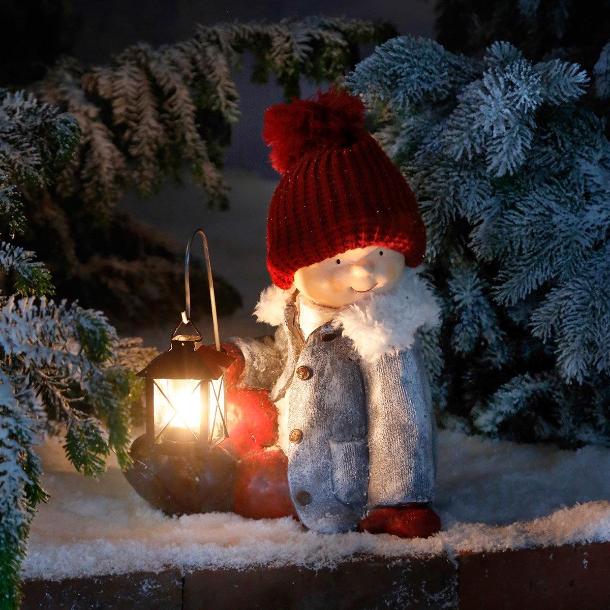 Winterkind Lukas mit Laterne
