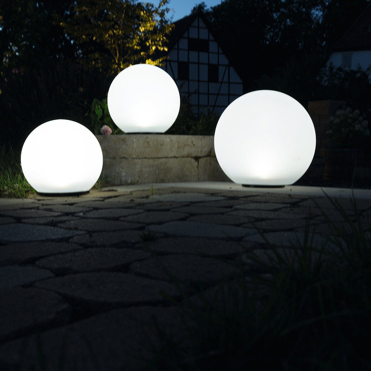 heitronic solar led kugeln boule 3er set wei von. Black Bedroom Furniture Sets. Home Design Ideas