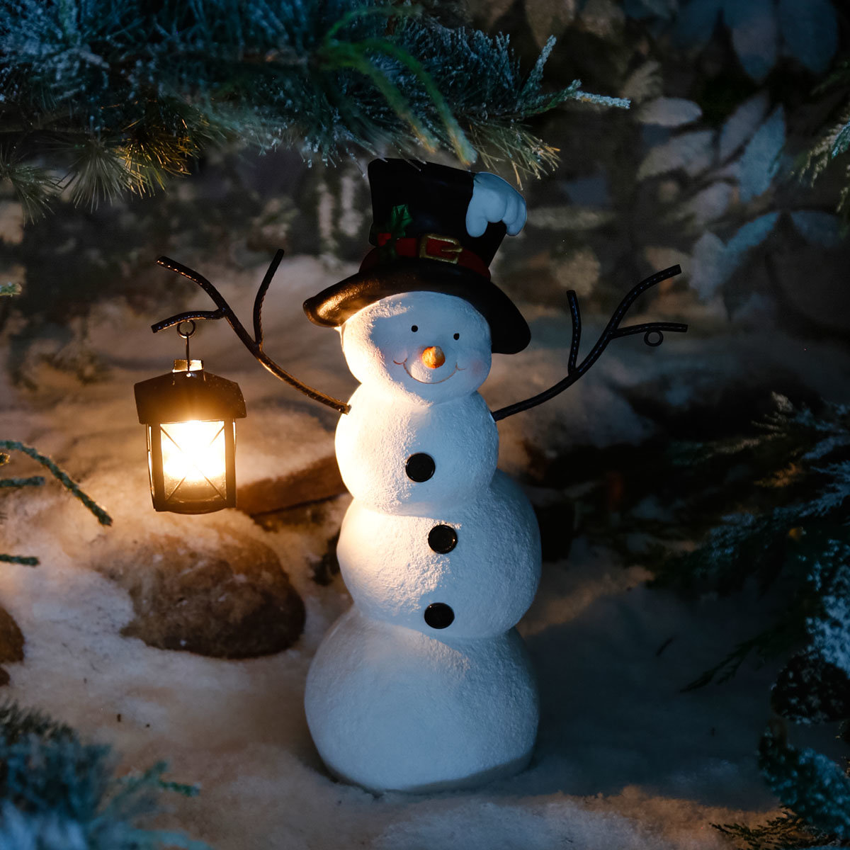 Schneemann Snowy mit Laterne