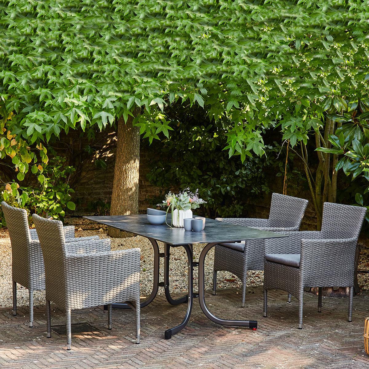 Gartenmöbel-Set Padova mit 4 Designsesseln (incl. Kissen) und 1 Klapptisch