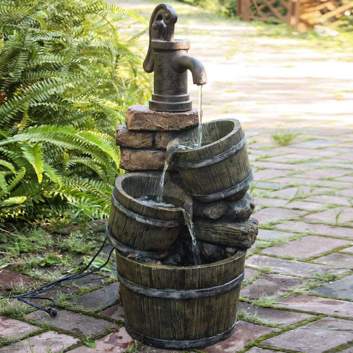 Brunnen VENETIEN mit Kaskade, Pumpe 450 l/std.