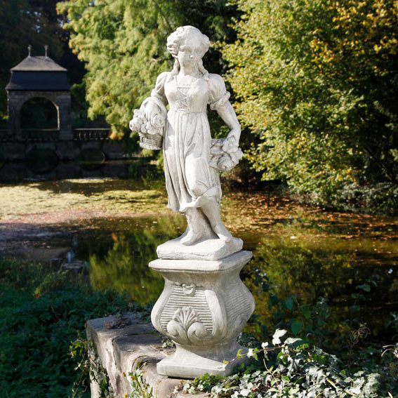 Vierjahreszeiten - Steinfigur Frühling auf Säule
