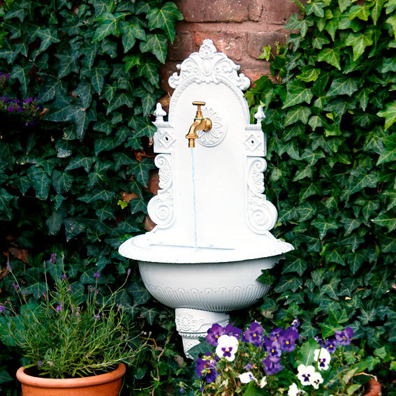 Wandbrunnen, weiß