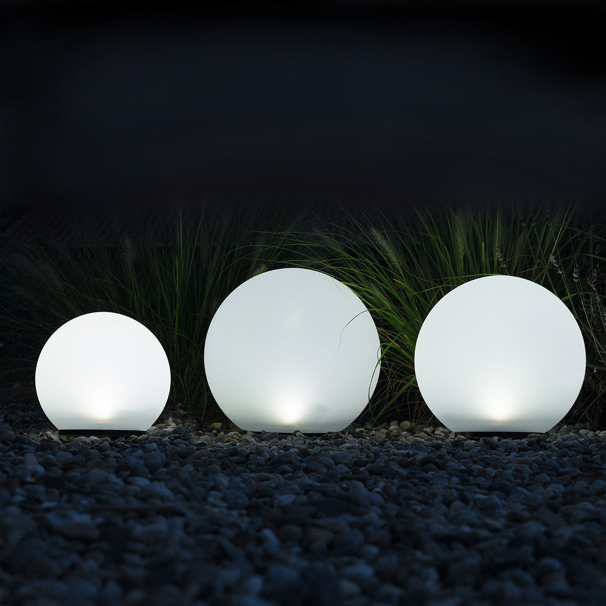 heitronic solar led kugeln boule 3er set wei von g rtner p tschke. Black Bedroom Furniture Sets. Home Design Ideas