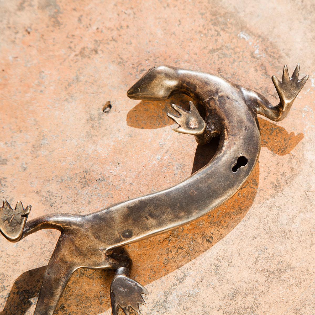 Bronze-Figur Echse Emil, mit Hängevorrichtung | #4